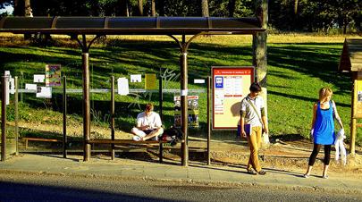 Flirten an der bushaltestelle